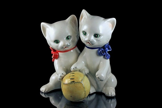 Italian Porcelain Figurine, Pair of Kittens, 2 Kittens with Ball, Playful Kitten Figurine, Cat Statue, Hand Painted, Collectible