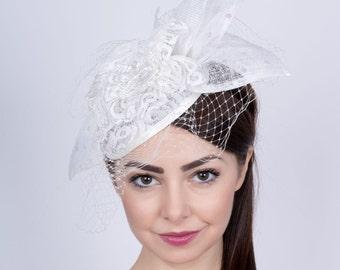 Wedding lace fascinator, Bride's Hat, Romantic wedding headpiece, lace hat, Bridal mini hat, off-white lace fascinator, Wedding veiled hat