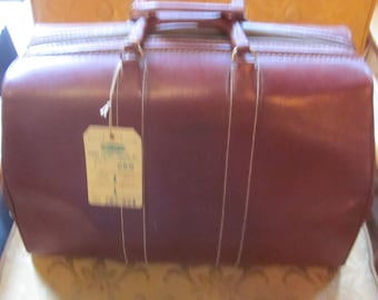 Vintage Large Leather Doctor's Overnight Satchel or Bag Luggage suitcase