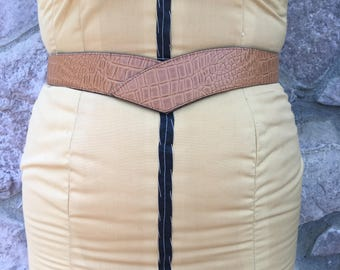 Vintage 80s Golden Brown Bonded Leather Statement Belt / Buckles in the Back / Made in the USA / Women's Small to Medium / 26 to 32 Inches
