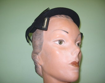 SALE! 1950's Navy Blue Wool Casque Hat with Braided Trim and Buckles!