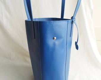 saffiano leather tote black-blue with empty bag in the lining and zipper closure