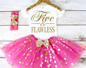 Five and Flawless. Girls Birthday Outfit. Tutu Set. Birthday Shirt. Birthday Tutu Outfit. Birthday Outfit Girl. 5th birthday. S5 5BD (HOTPK)