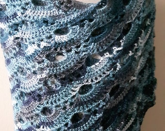 Warm shawl in a variety of blue and turqoise colours