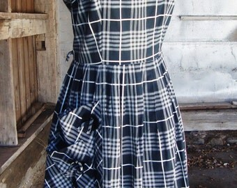 Vintage 1950's Dress * Black and White Cotton Sundress with Large Double Pocket * S-M