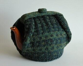 Dark green tea cosy / fair isle pattern / insulated / medium size teapot