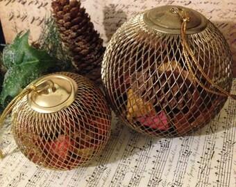 Vintage Christmas Potpourri Balls~ Holiday Pomander Pair, Brass Potpourri Ornaments, Vintage Vanity, Fragrance Balls, Christmas Decor