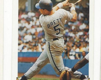 1993 Topps GEORGE BRETT Kansas City ROYALS Hall of Fame original vintage crease free card number 397 in excellent condition