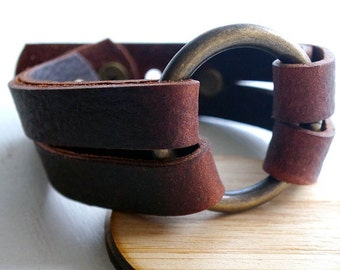 Brown Leather bracelet / antique brass-finish ring / O Ring leather bracelet / inspired by Joanna Gaines fixer upper / 3rd anniversary gift