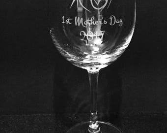 Mother and child etched wine glass ~ New mom glass ~ New baby gift ~  New mom gift ~ Baby shower gift ~ Mother's day wine glass