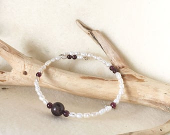 Garnet and Pearl Bangle Bracelet, Garnet and Pearl Jewelry, Garnet Bead Bracelet, Beaded Pearl Bracelet, Freshwater Pearl Bracelet Wire Wrap