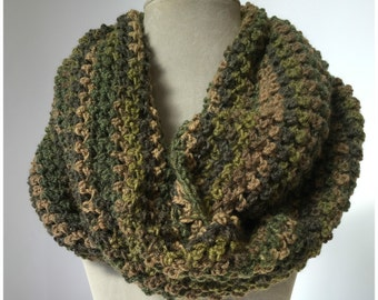 Crochet loop scarf neck warmer in green hues, Infinity cowl, winter accessories, gift for her, handmade, Gift