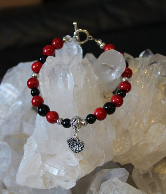 Red and Black Onyx Heart Charm Clasp Bracelet