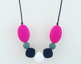 "Teething Necklace ""Aden"", silicone, breastfeeding necklace, teething jewellery, geometric, nursing necklace, black, square, pink"