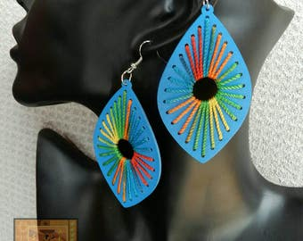 Blue wood and multicolor string shield shape earring