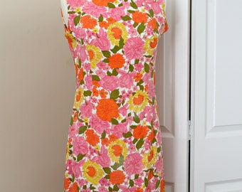 Vintage 1960s Mid Century Floral Shift Dress in Orange and Pink