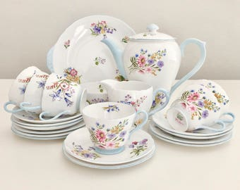 "Stunning full Shelley tea or coffee service for six, ""Wild Flowers"" 1940s/50s, mint condition"
