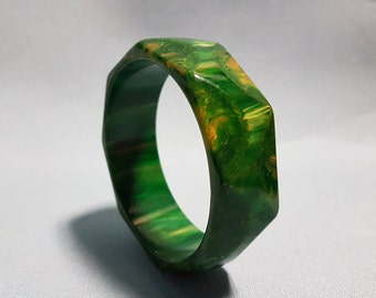 Bakelite Mottled Green Bangle Bracelet, Cut and Patterned Bakelite Bangle