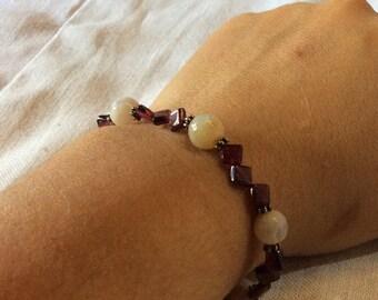 Garnet bracelet and stone white