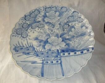 Beautiful Japanese Arita porcelain dish, a dish. big plate japan Meiji, white blue painted under glaze.