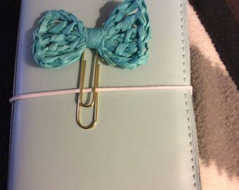 Bow paperclip