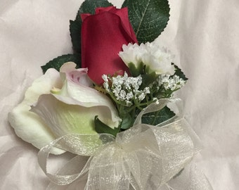 Double rose pin corsage