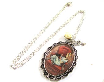 Silver tone vintage style Alice in Wonderland pendant necklace