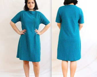 1960's Polka Dot Day Dress in Large XL . blue and green dots . cotton polyester . 60's plus size shift dress . above the knee . simple
