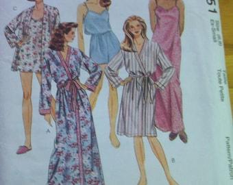 McCalls 7851 misses sleepwear sewing pattern