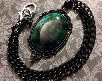 Dyed FORREST GREEN Dragon Veins Agate Stone Pendant Necklace // Gothic Necklace // Gothic Jewelry // Wiccan Jewelry // Crystal Necklace
