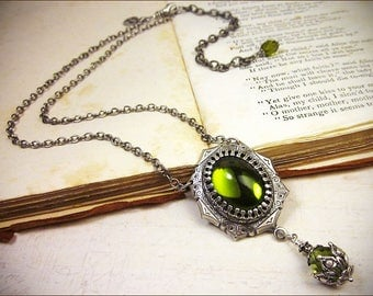 Green Renaissance Necklace, Olivine Jewel Necklace, Tudor Costume, Medieval Wedding, Ren Faire, Renaissance Pendant Necklace, Ready to Ship