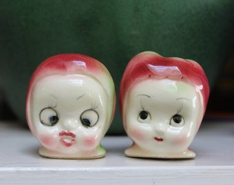 Anthropomorphic Salt Shakers Apple Peach Goggly Eyes VINTAGE by Plantdreaming