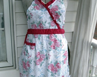 Full Apron in White with Red Roses - Full Apron - Hostess Apron - Full Length Apron- Garden Party Apron  - by mailordervintage on etsy