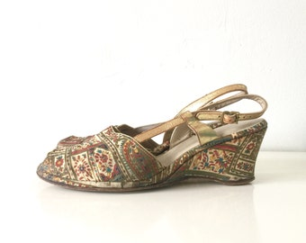 1960s Vintage Wedges Painted Gold Mosaic Tapestry Floral Print Open Toe Heels 11
