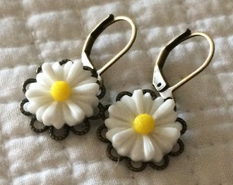 Daisy White Yellow Flower Earrings Vintage Style Drop