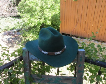 Vintage Dark Hunter Green 100% Wool Wrangler Riata Rodeo Queen Cowboy Cowgirl Hat in a size 7 1/8 Medium ~ Country Western Clothing Attire ~