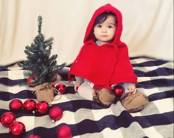 Baby Christmas cape. Baby Christmas outfit. Baby poncho. Baby girl gift. Baby cape. Baby girl clothes. Baby Shower Gift. Xmas Photo prop.