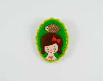Hedgehog Girl Felt Brooch / Animal Lover Pin / Hedgehog Lover Brooch / Felt Girl Pin / Hedgehog Brooch / Nature Lover Pin / Animal Brooch