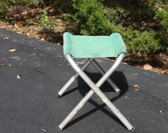 Vintage Fold Up Camping Army Stool Metal Aluminum Folding Chair Green Canvas Cotton Seat Glamping Photo Prop Lodge Cabin Rustic