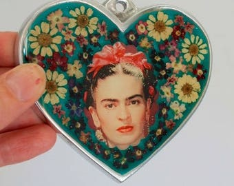 Mexican silver heart with image of Frida Kahlo under glass with pressed flowers / Mexican metal flaming heart milagro // ooak