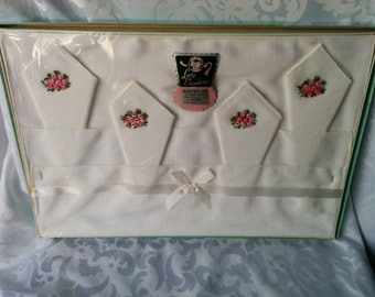 Lady Christina Place Mat Set of 4 with Napkins, Vintage Placemat and Napkin Set, Placemat and Napkins with Roses