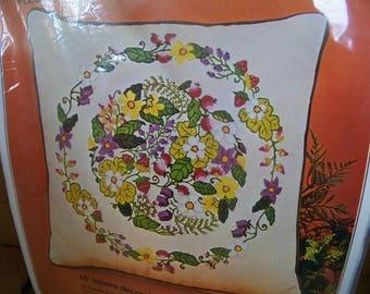 Bucilla Crewel Embroidery Kit Fleurette