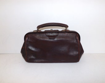 Vintage 1940s real brown leather small gladstone doctors handbag bag