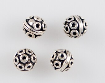 St67 - 7mm Antiqued Sterling Silver Round Beads with Circles - 4 Pieces