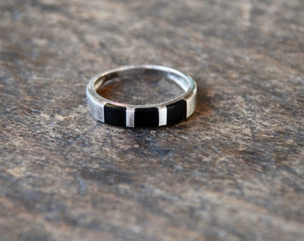 Vintage Charles Winston Band Ring 925 Sterling Silver Inlaid Black Onyx Geometric Size 7 1/2 US 1980's // Vintage Designer Jewelry