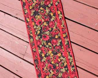 Table Runner Quilt - Red Floral Poppy print - Handmade Quilt