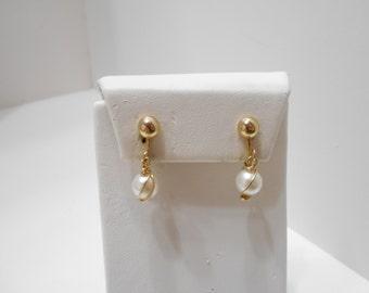 Vintage 1966 Pearl Swirl Clip Earrings (8188) Sarah Coventry
