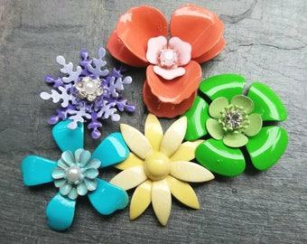 5 Mini Bright Flower Brooches or Flatback Enamel Flower Embellishments Blue Green Yellow Coral Purple Broach Small Metal Flowers Pins FLOT31