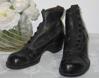 Antique Boots / Victorian Edwardian Boots/ Mens Young Boys Leather Button Up Shoes Boots EXCEPTIONAL