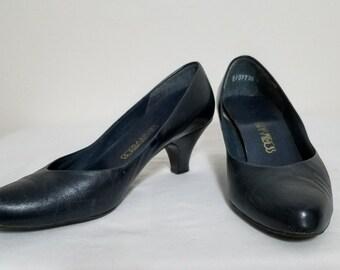 Navy Blue Pumps Socialites Vintage Women's Heels 1980's Size 6.5 Ladies Shoes
